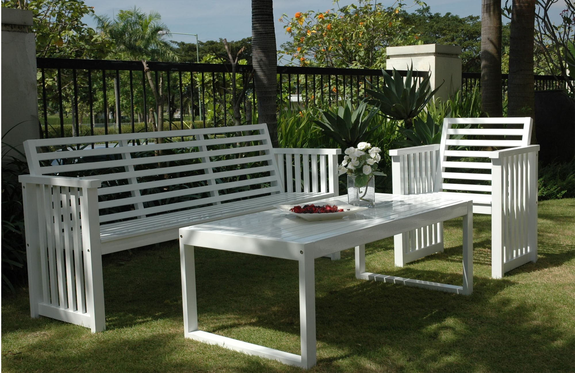 Inspira furnexindo indoor and garden furniture for Garden furniture manufacturers